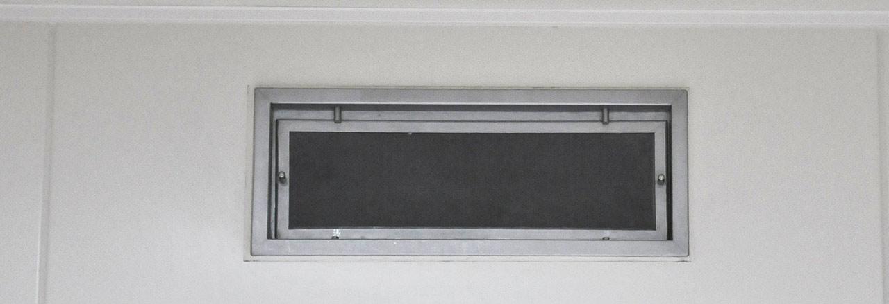 Lüften mit Luftreinigungsgeräten und Ventilatoren
